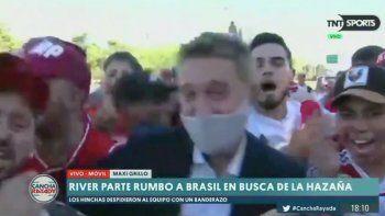 video: un hincha de river le robo en vivo a un periodista