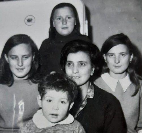 Ida Merani e hijas.