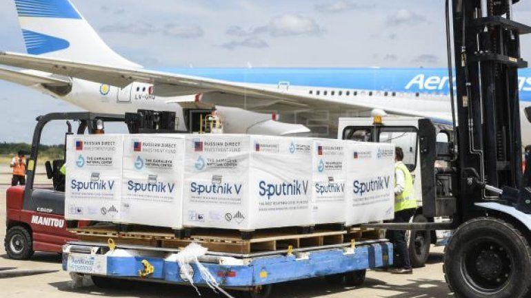 Preparan otro vuelo para traer 600 mil dosis de la Sputnik V