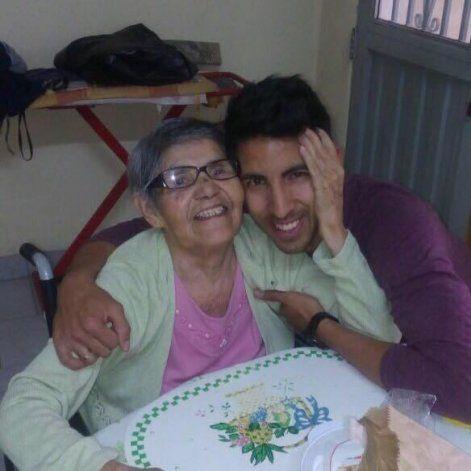 Pablo junto a su querida abuela Antonia, con la que pasaba sus tardes en Neuquén. Su última visita.