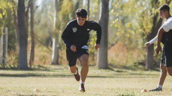 Lucas Calderón en el entrenamiento de Cipolletti.