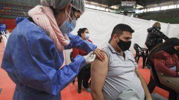 Destinarán vacunas a petroleros y otros trabajadores esenciales