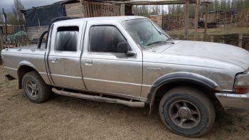 De roja a gris para zafar de la Policía: robaron una camioneta y la pintaron