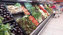 en los ultimos dos anos, ¿que aumento mas, el precio de alimentos o los salarios?
