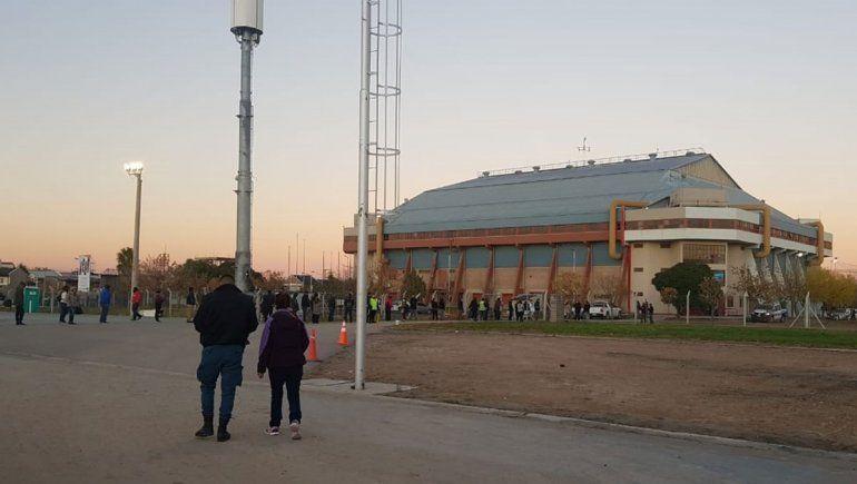 Cientos de personas se acercaron al Ruca Che desde temprano en la mañana.