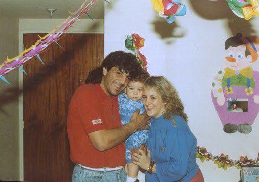 """Funes y una imagen familiar, junto a su hijo Juan Pablo, que dirige la fundación """"Corazón de Búfalo""""."""