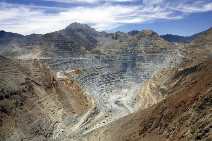 Foto de archivo. Concentrado de cobre almacenado en el puerto de Punta Chungo que se utiliza para exportar cobre desde la mina clave de Antofagasta Minerals
