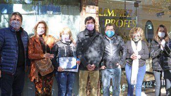La última tintorería de Neuquén sigue limpiando los trajes de los políticos