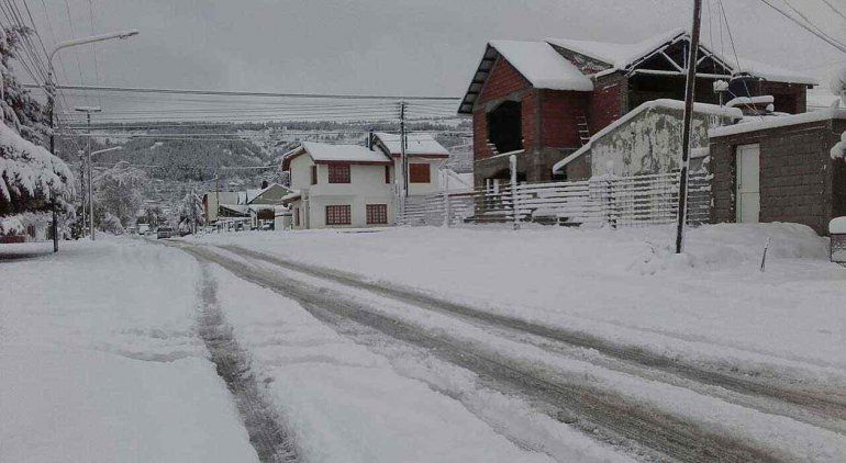 Chubut: polémica foto de diputados jugando en la nieve