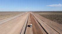 avanzan los trabajos para la pavimentacion de la ruta petrolera