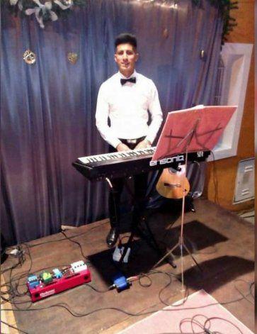 Gramajo es músico. Tocó en bandas de cumbia, en peñas de folclore y en la iglesia evangélica.