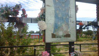 vecinos de plottier denuncian destrozos a un altar religioso