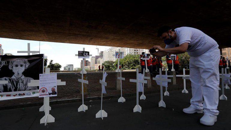 Brasil ya cuenta con más muertos que los positivos acumulados de la Argentina