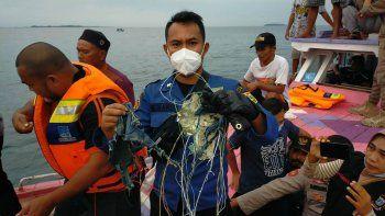 el boeing 737 se estrello en el mar: no hay sobrevivientes