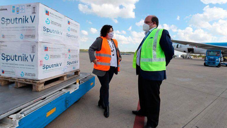Carla Vizzotti recibió el nuevo cargamento con dosis de la Sputnik V | Foto: Télam