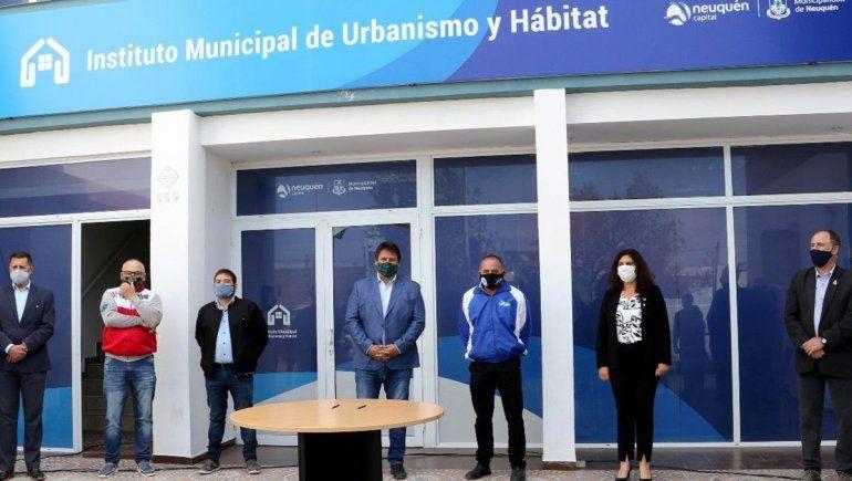 Gaido firmó convenios para adjudicar lotes en la Meseta