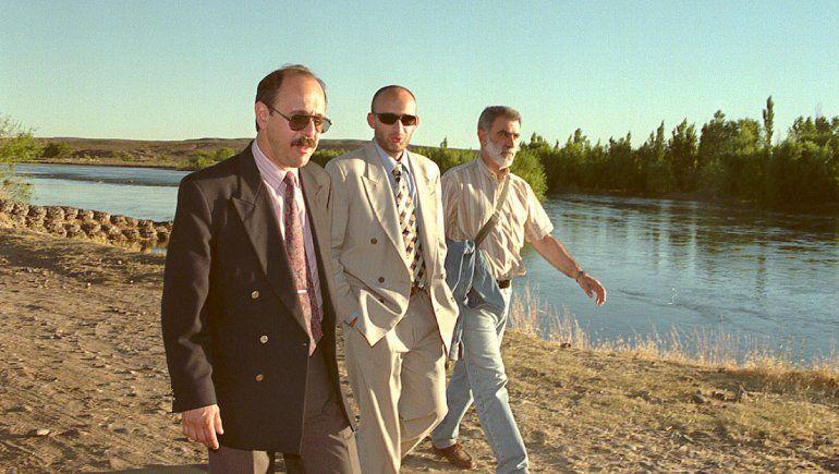 El juez Eduardo Badano junto a su asistente Pablo Vignaroli llegando a la escena del crimen.