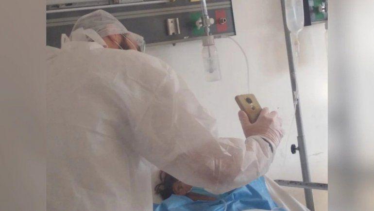 El conmovedor gesto de un médico con los cinco hijos de una paciente antes de morir