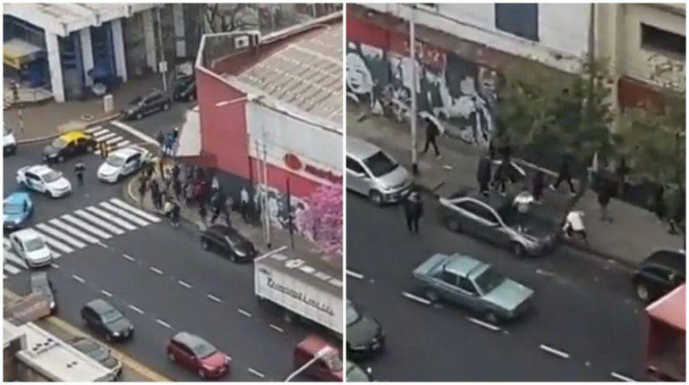 ¡De terror! Barras del Rojo a los tiros en plena avenida