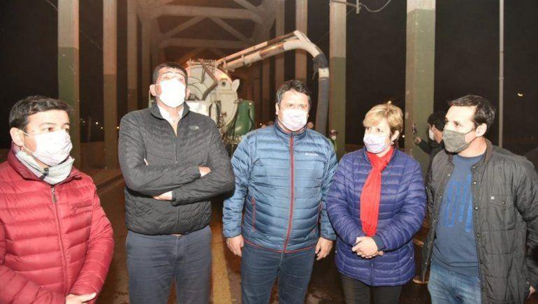 Neuquén y Cipolletti, unidas para iluminar y limpiar el puente carretero