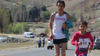 juntos a la par: malena, la nina atleta de seis anos que acompana a su padre a las carreras