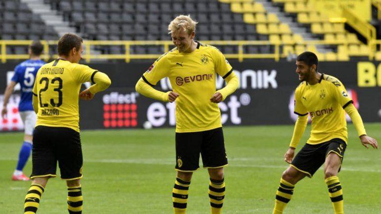 El regreso del fútbol con festejo a distancia y otras polémicas