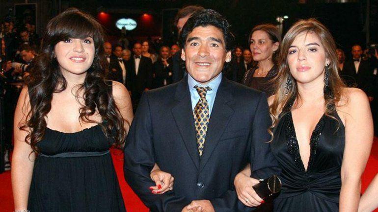 El homenaje a Diego emocionó a Dalma y Gianinna