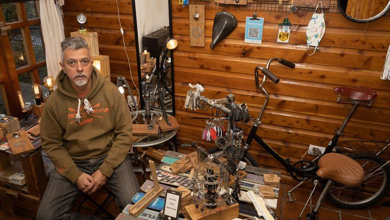El diseñador que transforma bicis y equipos de esquí en muebles, lámparas y accesorios