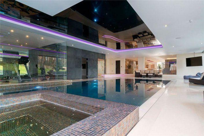 La lujosa mansión que eligieron Ronaldo y su novia argentina en Manchester