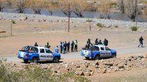 villa nahueve: violento desalojo en una protesta contra la represa