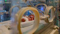 australia: matan a un bebe por darle gas de la risa en lugar de oxigeno
