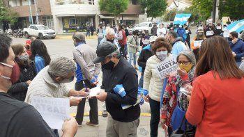 Comerciantes protestan en reclamo de mayor flexibilización