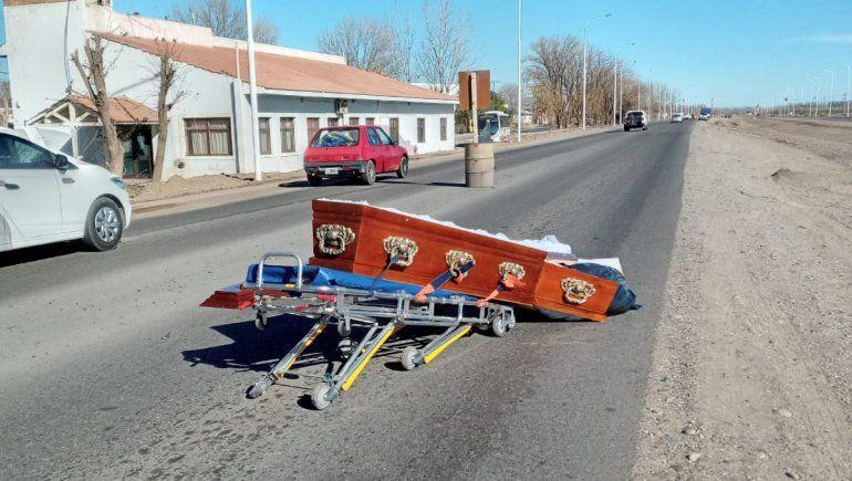 Los detalles del accidente que dejó un ataúd en plena Ruta 22