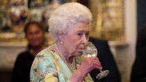 chau vicios: a la reina isabel ii le prohiben el alcohol