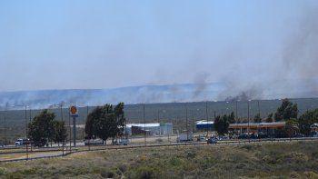El fuego desatado a unos 25 kilómetros de San Antonio. El humo se observa desde las rotondas de ingreso.