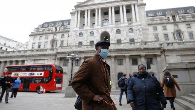 Inglaterra: multas de 11 mil euros a los que no cumplan con el aislamiento por coronavirus
