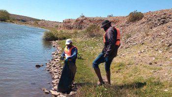 las lajas: ambientalistas y kayakistas se unieron para limpiar el rio agrio