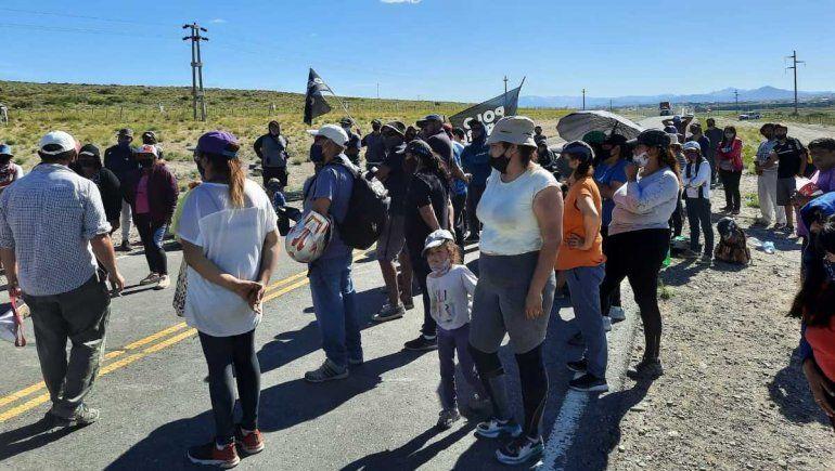 Zapala: piquete lleva un día y hay varios kilómetros de fila de camiones en Ruta 22