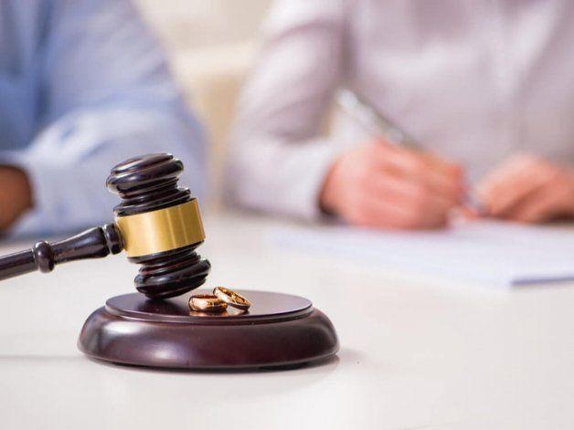 Lo acusan de querer perjudicar a su ex con un divorcio engañoso