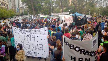 otro dia de protestas: marcharon trabajadores de salud