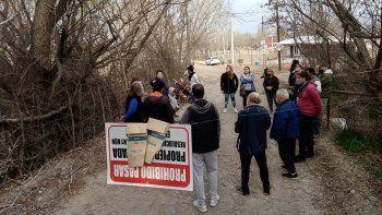 vecinos de piscicultura pediran expropiar la calle cerrada