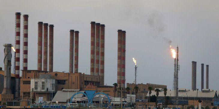 Imagen de archivo de la refinería petrolera de Abadan