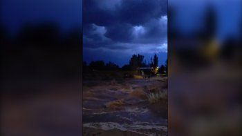 el chocon: la tormenta causo desbordes en la ruta 237 y un rayo dejo medio pueblo sin luz