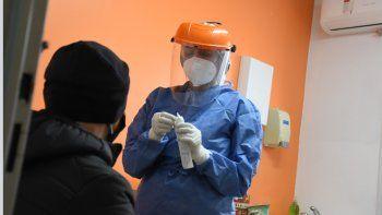 La curva COVID superó los 300 nuevos casos después de un mes en Neuquén