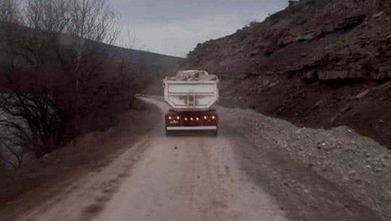 El peso de los camiones rompe toda una ruta en el centro de la provincia