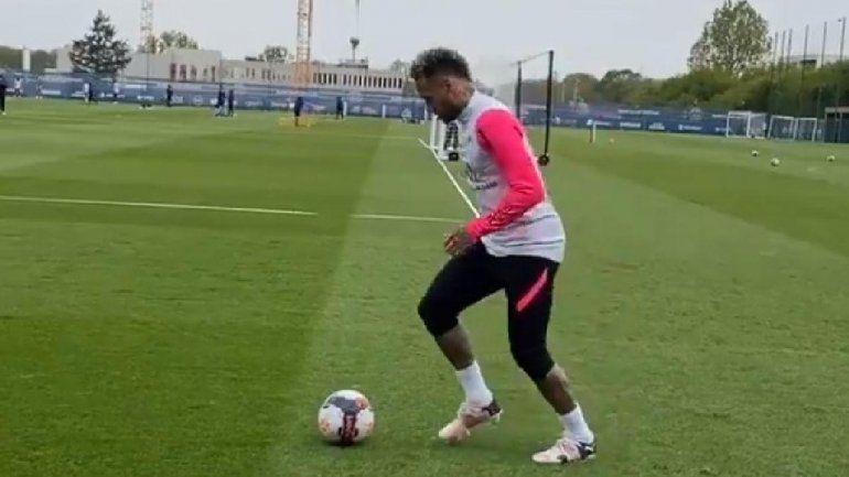 El lujo imposible que tiró Neymar en la práctica y recorre el mundo