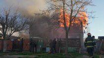 tres dotaciones de bomberos apagaron un incendio en san martin