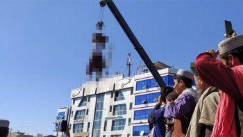 los talibanes cuelgan cadaveres como advertencia