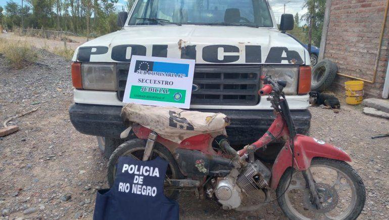 Secuestraron una moto robada y plantas de marihuana en un allanamiento