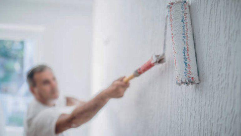 Un pintor se accidentó y lo echaron de la obra
